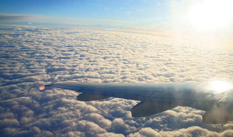 Мнение пилота О турбулентности достаточно ясно высказался бывший военный пилот, а ныне директор консалтинговой группы авиационных проектов, Кейт Тонкин. В одном из последних интервью, он заявил, что самолеты рассчитаны на гораздо более серьезные нагрузки, чем турбулентность. Кроме того, военные самолеты регулярно поднимаются в воздух во время сильнейших циклонов — просто, чтобы подчеркнуть, насколько они прочны. Тонкин уверяет: запас прочности гражданской авиации также высок, но никому и в голову не придет поднять огромный лайнер только для демонстрации его возможностей.