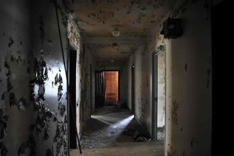 В 70е годы особняк был небольшим отелем и стал известен несколькими очень странными смертями.