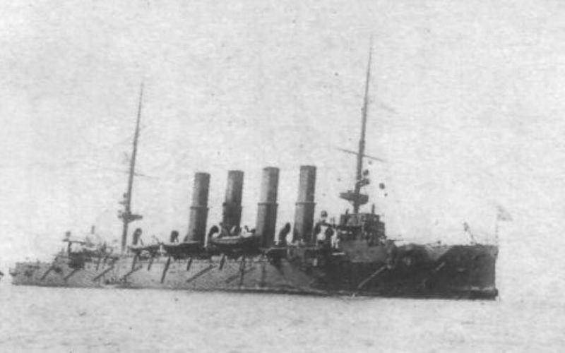 Бой при Чемульпо «Варяг» практически в одиночку (недальнобойная канонерка не в счет) вышел против японской эскадры, насчитывающей 6 крейсеров и 8 миноносцев, оснащенных более мощным и современным оружием. Первые же попадания показали все уязвимости «Варяга»: из-за отсутствия броневых башен, орудийные расчеты несли большие потери, а взрывы приводили в неисправность орудия. За час боя «Варяг» получил 5 подводных пробоин, бесчисленное множество надводных и потерял почти все орудия. В условиях узкого фарватера крейсер сел на мель, представив собой соблазнительную неподвижную мишень, но потом каким-то чудом, к удивлению японцев, сам умудрился с нее сняться. За этот час «Варяг» выпустил по противнику 1105 снарядов, потопил один миноносец и повредил 4 японских крейсера. Впрочем, как впоследствии утверждали японские власти, ни один снаряд с русского крейсера цели не достиг, а каких-либо повреждений и потерь вовсе не было. На «Варяге» потери среди экипажа были большими: были убиты один офицер и 30 матросов, около двухсот человек получили ранения или были контужены. По мнению Руднева, не оставалось ни единой возможности продолжать бой в таких условиях, поэтому было принято решение вернуться в порт и затопить корабли, чтобы они не достались в качестве трофеев противнику. Команды русских кораблей были отправлены на нейтральные суда, после чего «Варяг» затопили посредством открытия кингстонов, а «Кореец» взорвали. Это не помешало японцам достать крейсер со дна моря, отремонтировать его и включить в эскадру под названием «Соя».