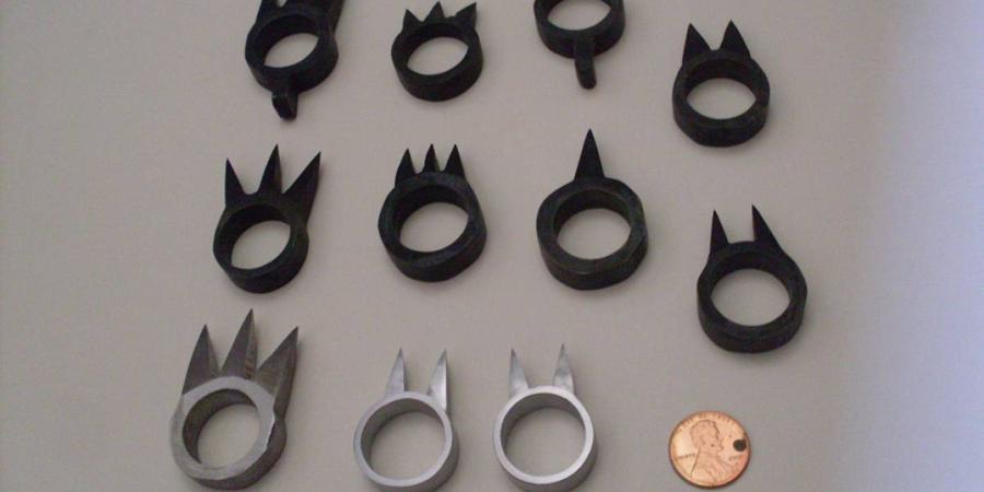 Какутэ Оружие-кольцо, которое носили, как правило, на среднем пальце. Шип был обращен внутрь, что обеспечивало внезапность нападения. Иногда его обмазывали сильнодействующим ядом.