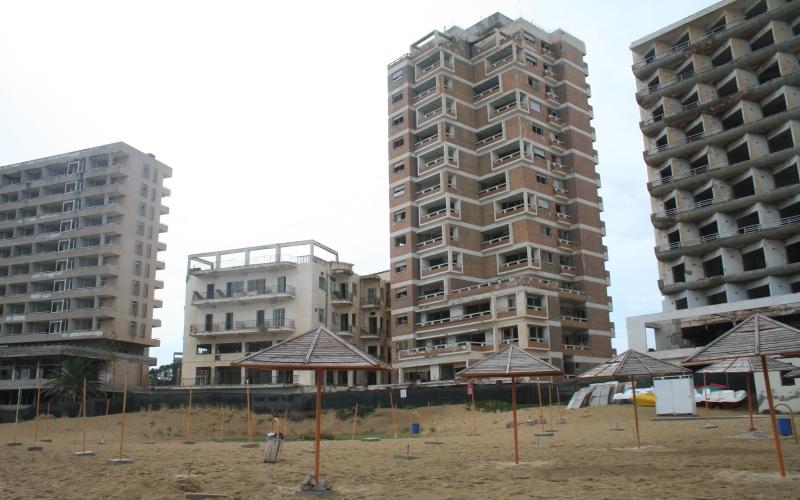 Вароша, Кипр Вароша является частью кипрского города Фамагусты, в 70-х годах бывшего одним из самых популярных туристических мест. Во время турецкого вторжения в 1974 году, все жители Вароша сбежали из города. Желающих вернуться туда пока так и не обнаружено.