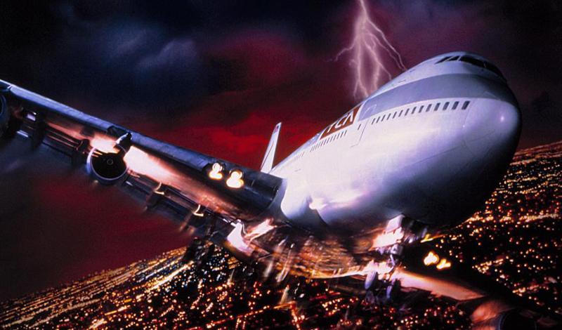 Рейтинг опасности Турбулентность рассматривается в соответствии со специальным рейтингом опасности. Он подразделяет турбулентность на три вида. При легкой пилот просит пристегнуть ремни, пассажиры чувствуют небольшую тряску. Основательные толчки и стюардессы, которые спешат пристегнуться в своих сиденьях, говорят о вступлении в зону умеренной турбулентности. При высокой, самолет может подняться, или рухнуть футов на 100 за несколько секунд, а не пристегнутые пассажиры просто размазываются по всему салону. Это действительно опасная зона, но случается такое крайне редко.