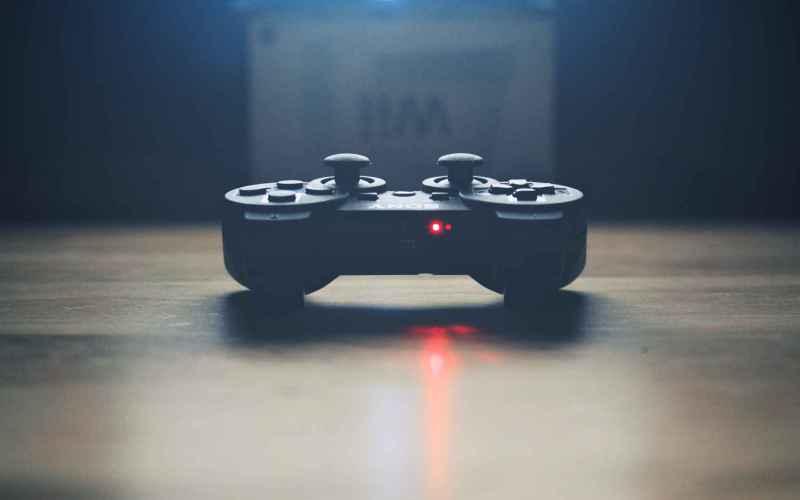 Плюсы: видеоигры могут улучшить мыслительный процесс Сканирование мозга геймеров показало, что игры могут увеличить количество серого вещества в областях мозга, отвечающих за планирование и долгосрочную память. Так что, если вас серьезно напугали предыдущие пункты, есть, по крайней мере, одно утешение: игры, в умеренном количестве, конечно, действительно могут развить ваш мозг.