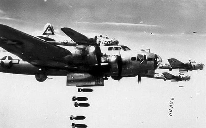 Крепость, способная атаковать В течение Второй мировой войны во время дневных стратегических бомбардировок В-17 сбросили над целями в Европе более 650195 тонн бомб. А благодаря многочисленным крупнокалиберным пулеметам, В-17 сбили в два раза больше вражеских самолетов, чем подобные бомбардировщики того времени. Знаменитая 91-ая бомбардировочная группа за время войны уничтожила или серьезно повредила 420 вражеских самолетов.