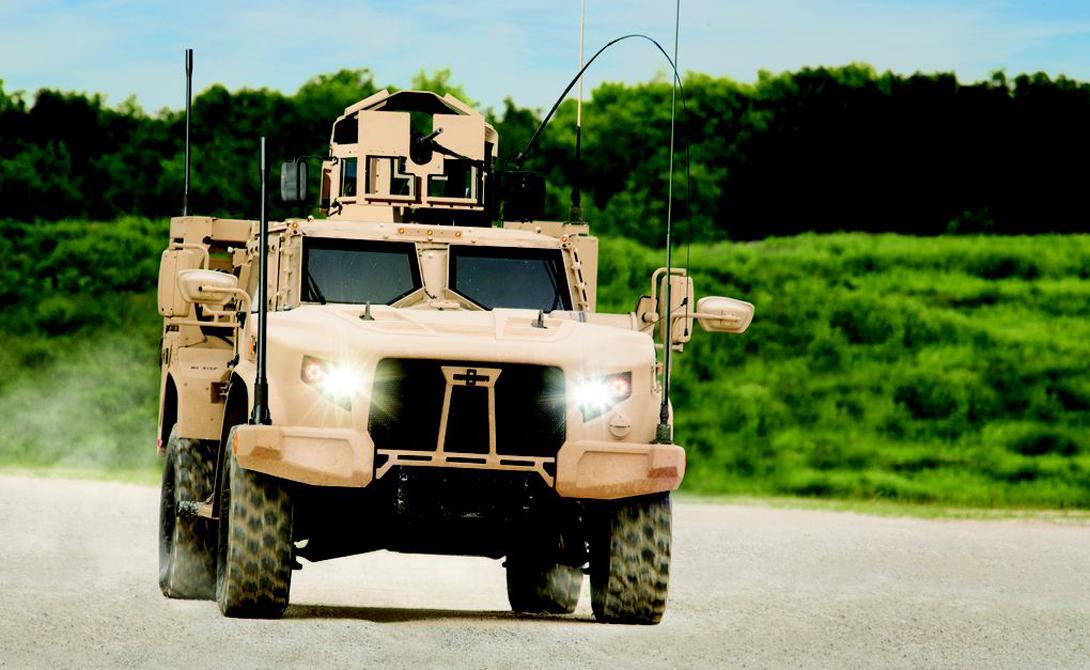 Дефолтовое вооружениеJLTV — два крупнокалиберных пулемета и пушка, установленная на независимом лафете.