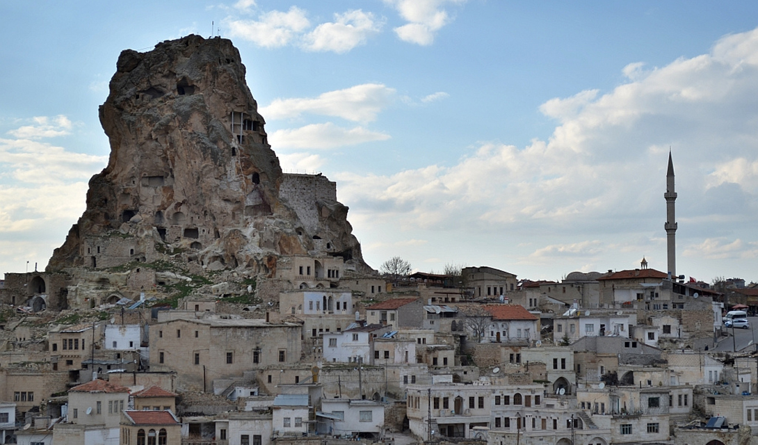 Ортахисар Турция Ортахисар — город в предгорьях, заполненный двухэтажными домами, пустующими уже столетия. Сейчас здесь идут восстановительные работы и, в скором времени, откроют даже отель.