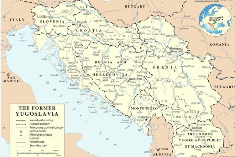 Югославия Годы существования: с 1918 по 1992 гг.  Как и Чехословакия, Югославия была основана на обломках Австро-Венгерской империи путем объединения частей разных стран, в основном Венгрии и Сербии. По сути, Югославия была большим бурлящим котлом, в котором варились свыше 20 этнических групп, имевших разную культуру и традиции. Королевство Югославия было оккупировано Германией во время Великой Отечественной войны. После ее окончания Иосип Тито, лидер партизанских отрядов, создал социалистическую Югославию и стал ее диктатором. В 1992 году социалистическая Югославия была разделена на Хорватию, Боснию, Словению, Сербию, Македонию и Черногорию.