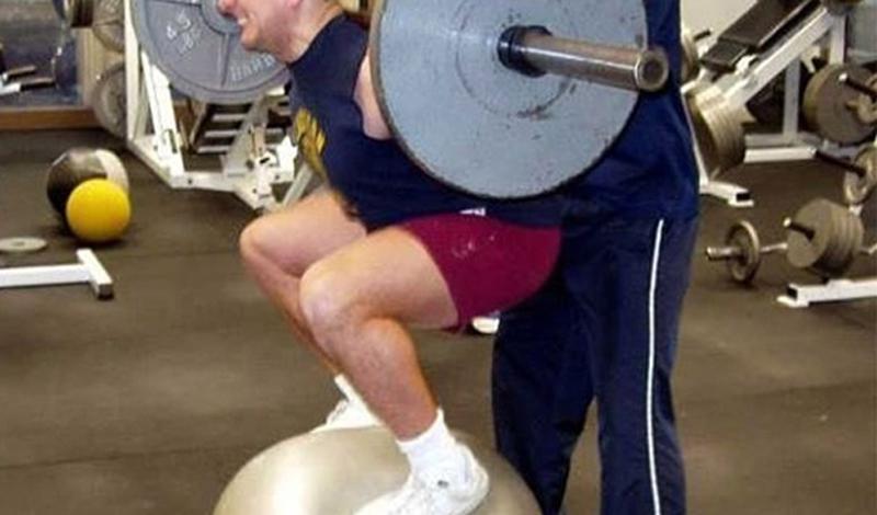 Женщины не любят работать с тяжелыми весами