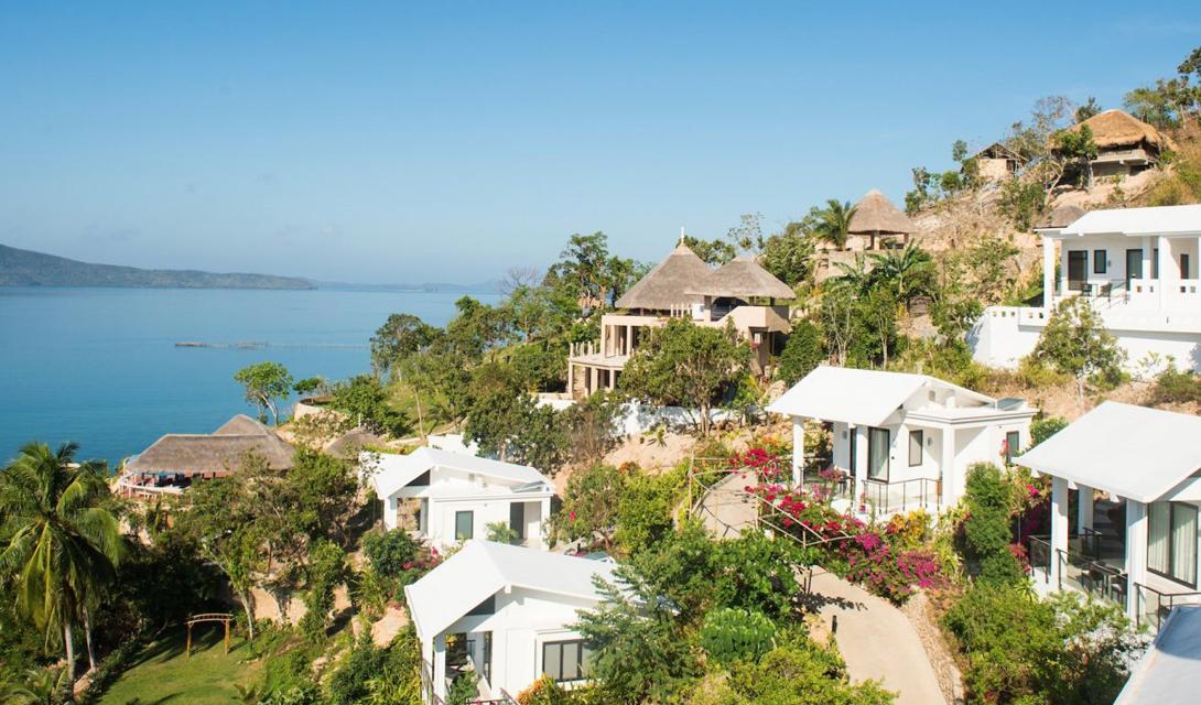 Эль Нидо — крошечный городок на побережье острова Палаван. Его удивительные пляжи находятся среди известняковых и мраморных скал, в окружении мирных лагун.