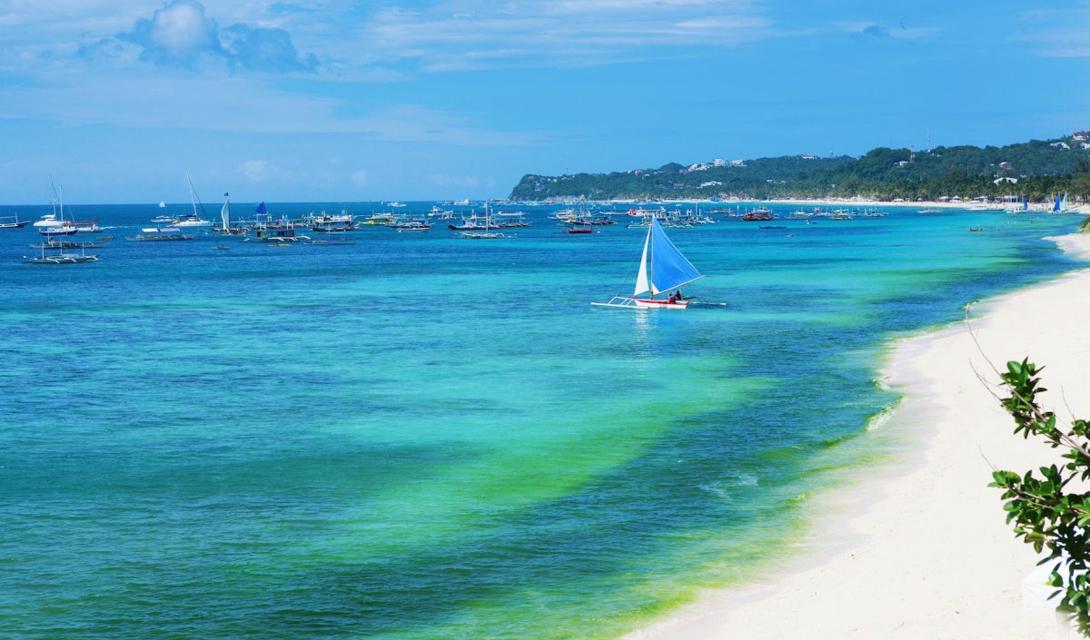 White Beach и пляж Yapak — два наиболее посещаемых места на всех Филиппинах. Но, если поискать хорошо, побережье Боракай может порадовать и более уединенными бухтами.