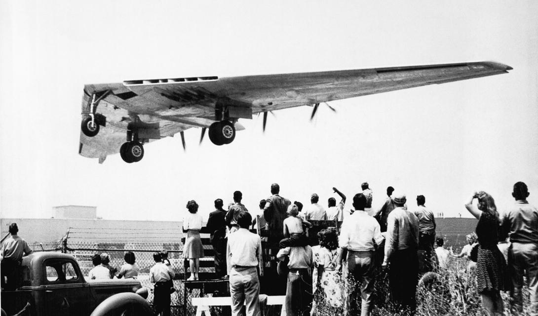 Последняя капля Но, все же, недостатки конструкции перевешивали все возможные плюсы. Последний из существующих YB-49 разбился 15 марта 1950 года, во время испытаний на той же авиабазе Muroc. В этот раз проблема была связана с шасси, не выдержавших вибрацию. Самолет разбился, даже не поднявшись над уровнем земли, а последующий пожар довершил дело.