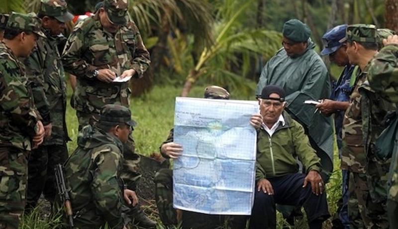 Никарагуа вторгается в Коста-Рику Причина: Google Maps Не стоит сверх меры доверять навигаторам и картам — тем более, если речь идет о государственных границах. Это твердо запомнил полевой командир одного из отрядов никарагуанской армии, Иден Пастора, зашедший на территорию Коста-Рики на целых 500 миль. Увидев небольшой охраняемый пост с флагом чужой страны, Пастора приказал своим солдатам атаковать и взял его без единого выстрела. Здесь он поднял флаг Никарагуа и первую делегацию Коста-Рики прогнал с возмущением, апеллируя к своему планшету, где Google Maps и в самом деле показывал территорию Никарагуа. На следующий день, к посту подвезли военные атласы: Иден Пастора предпочел собрать отряд в ночи и тихо ретироваться. Происшествие оставили без последствий.