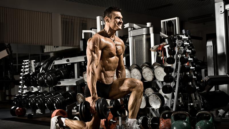 Обмен веществ и железо Как ни странно, но именно тяжелая атлетика способна разогнать метаболизм по максимуму. Постоянная работа с тяжелыми весами вызовет однозначный отклик: организм начнет наращивать мышцы, которые, как известно, тратят больше калорий даже в спокойном состоянии. Соответственно, тело после нескольких сессий лифтинга начнет сжигать жировую прослойку, просто чтобы поддерживать новую мышечную ткань. Тенденция эта «долгоиграющая» и будет сохраняться, пока в паре мышечная масса/жир будет побеждать первое.