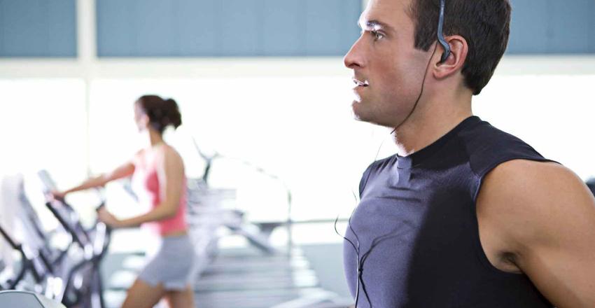 Вам совершенно не нужна точная программа тренировок для того, чтобы просто привести себя в форму. Достаточно будет начать заниматься регулярно: советы о правильном питании, специальные упражнения и прочие онеры пригодятся на более высоком уровне. Если он вам вообще нужен.