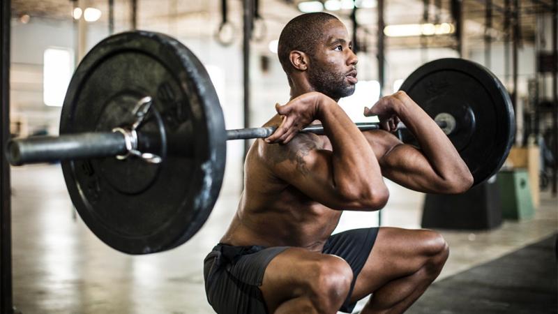 Каменная стена Тяжелая атлетика укрепляет тело, делая мышцы тверже и эластичнее одновременно. Кроме того, лифтинг гораздо менее травматичен, чем кардиоупражнения, а значит, спортсмену не нужно тратить время на восстановление. Да и пользы от работы с весами будет больше, чем от постоянных кардионагрузок, которые, помимо всего прочего, могут неблагоприятно воздействовать на сердце.