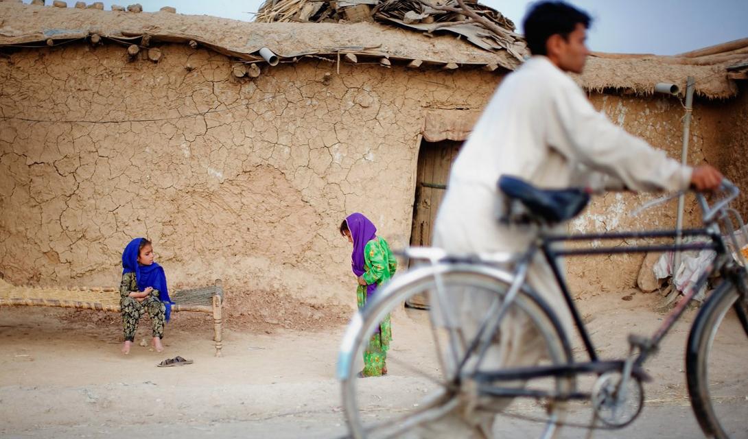 Равалпинди Пакистан Равалпинди город-побратим столицы Пакистана Исламабада. Отсутствие внятной системы общественного транспорта привело к коллапсу производства и эксплуатации частных автомобилей. В результате, количество выхлопных газов здесь выходит за все разумные пределы. Впрочем, уже в конце этого года правительство страны собирается начать постройку метрополитена, что должно хоть как-то решить проблему.