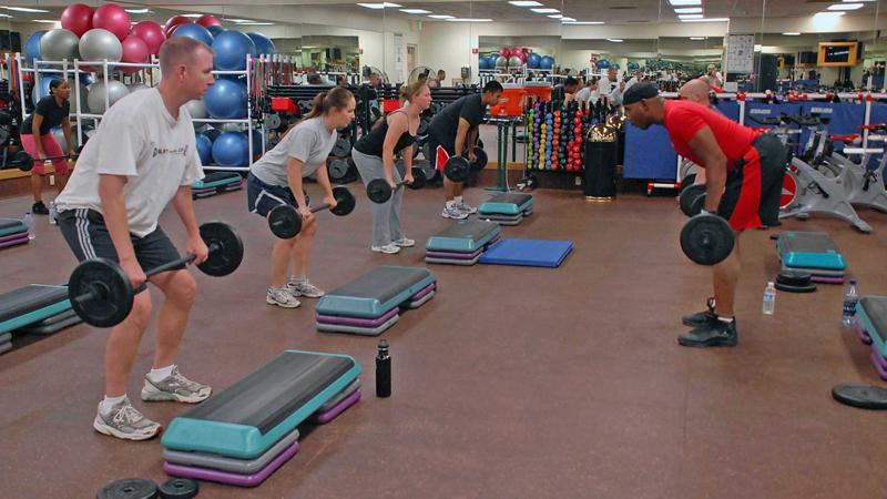 Отмена кардио Кардиотренировки можно и вовсе отнести к разряду бесполезных, включив в свою программу круговые тренировки. Работа без отдыха, с малыми весами и большим количеством повторений способна разогнать ваш метаболизм до немыслимых высот. Главное, составить программу тренировки правильно и точно рассчитать время отдыха и количество упражнений в сессию, иначе будет очень легко влететь в состояние перетренированности после первого же занятия.