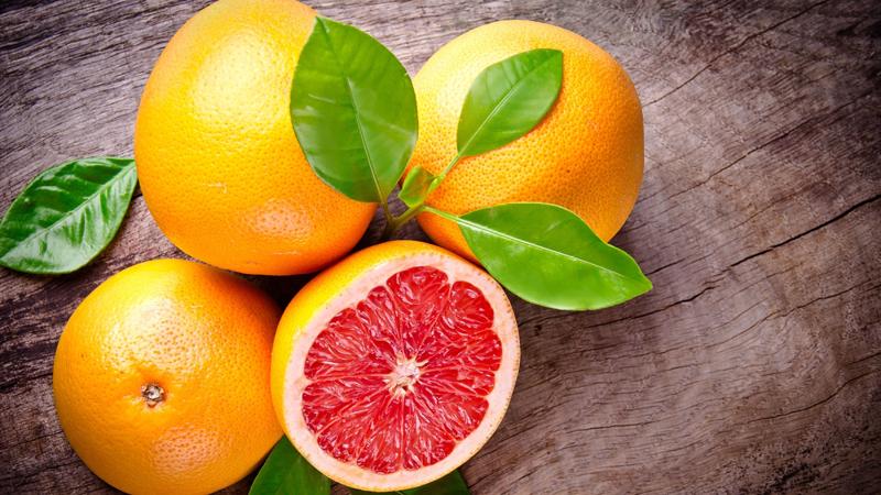 Покалывание и онемение конечностей Что нужно: витамины B9, В6, В12 Эта проблема непосредственно связана с переферическими нервами, окончания которых подходят к коже. Указанные выше симптомы могут быть объединены тревогой, депрессией, усталостью и гормональным дисбалансом. Ешьте больше шпината, спаржи, свеклы, фасоли и грейпфрутов. Включите, также, в свой рацион яйца, осьминогов, мидии, моллюсков, устриц и мясо птицы.