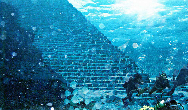 Прошлые домыслы С другой стороны, все предыдущие изыскания Атлантиды проводились несколько в другом месте. Эксперты считали, что если государство и существовало, то располагалось оно где-то между Марокко и Испанией, посреди Гибралтарского пролива.