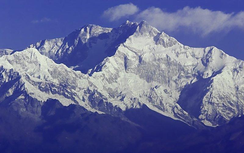 Канченджанга Месторасположение: Непал, Индия. Гималаи Высота: 8586 м Это третья по высоте гора в мире. Канченджанга является настоящим кошмаром альпиниста, так как здесь все время царит ненастная погода и то и дело срываются лавины. Только 190 смельчаков сумели подняться на вершину Канченджанга, а смертность среди альпинистов здесь достигает 22%.