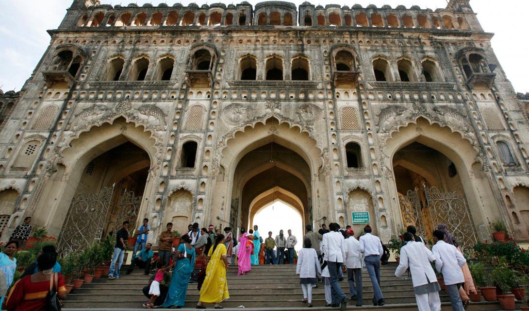 Лакхнау Индия Лакхнау, городок в северной Индии, начинает наш список. Люди здесь дышат ужасной смесью выхлопных газов и заводскими отходами. Огромное количество транспортных средств, практически никак не регулируемых законом, усугубляет проблему.