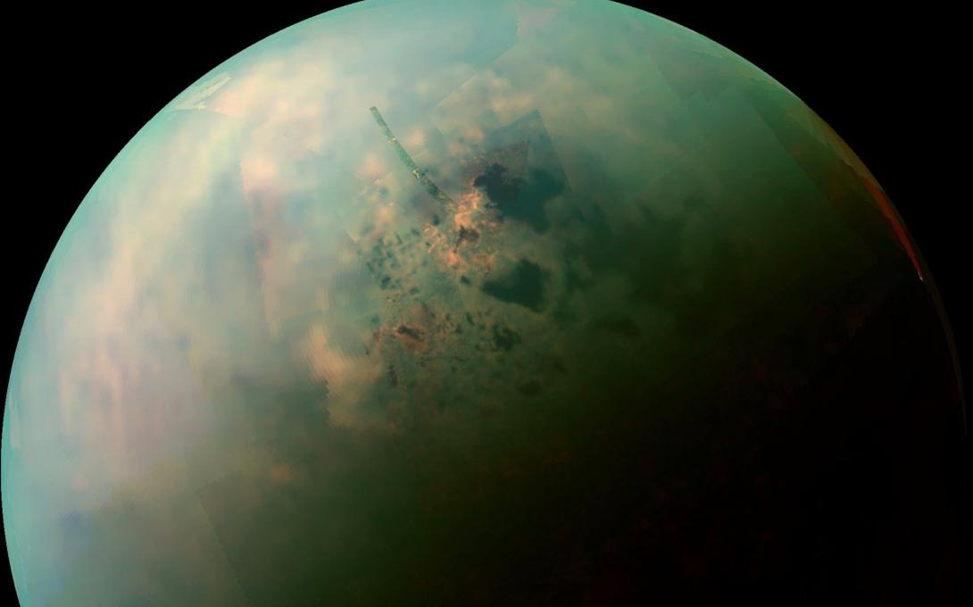 Сюрприз Титана Кроме того, крупнейший спутник Сатурна, Титан, является единственным объектом в Солнечной системе, где озера располагаются на поверхности. Здесь, правда, не может зародиться похожая на нашу жизнь, поскольку озера эти состоят не из воды, а из жидкого титана. Тем не менее, в начале этого года ученые Корнельского Исследовательского центра доказали, что жизнь может существовать и на метановой, бескислородной основе.