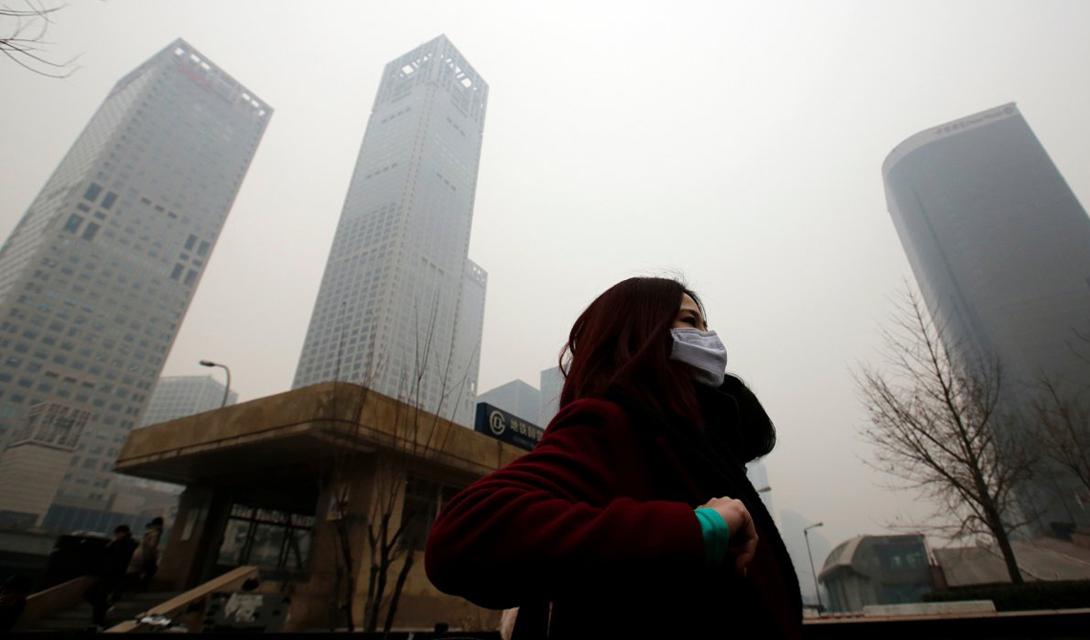 Пекин Китай И завершает наш список величественный Пекин. Эта фотография была сделана в феврале прошлого года — и большую часть времени, воздух здесь выглядит именно так.