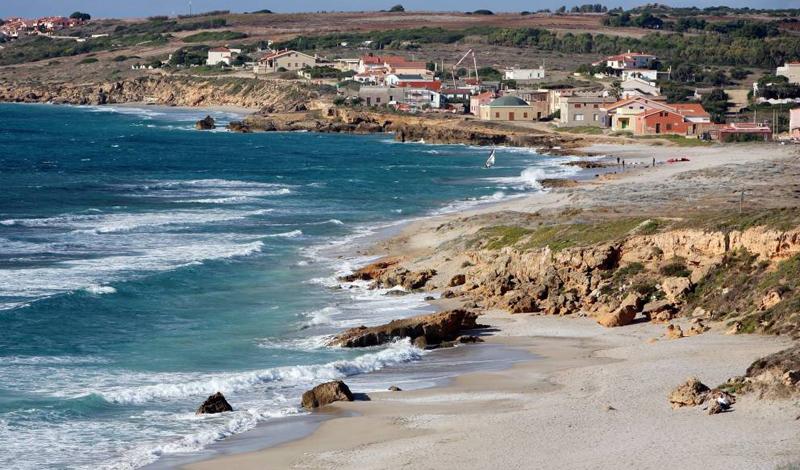 Сардиния О своей находке заявил итальянский писатель и эксперт по древним цивилизациям Серхио Фрау. Он утверждает, что нашел остатки города, скрытого под водой. Исследования проводились в южной части Италии, у берегов острова Сардиния.