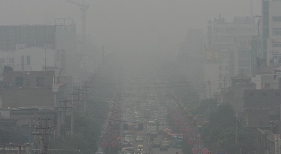 Линьфэнь Китай Добыча угля на всей территории китайской провинции Линьфэнь делает ее одним из самых ужасных мест на планете. Если в 1980-е годы по степени тяжести вреда, причиненного здоровью, воздух в Мехико можно было приравнять к выкуриванию в день двух пачек сигарет, то в Линьфэнь жители до сих пор потребляют количество канцерогенов, сравнимых с тремя пачками. Подавляющее большинство страдает от рака и хронических проблем с легкими.