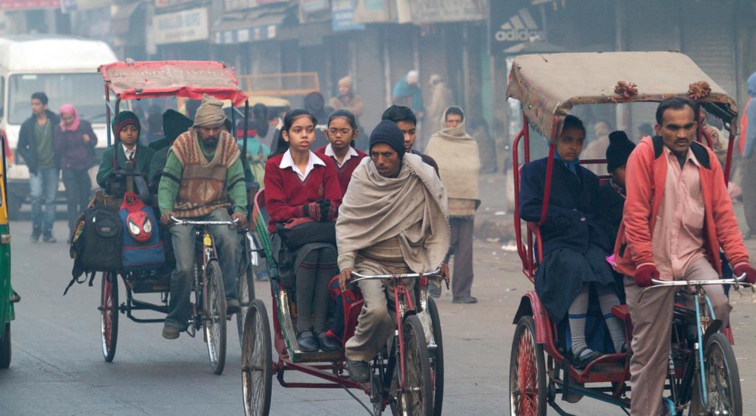 Нью-Дели Индия Большинство преждевременных смертей в Нью-Дели связано с сильнейшим загрязнением воздуха.Согласно докладу Всемирной организации здравоохранения, сделанному еще в 2014 году, Нью-Дели держит первое место среди всех 1600 городов мира: уровень загрязнения воздуха здесь в 10 раз превышает допустимый максимум.
