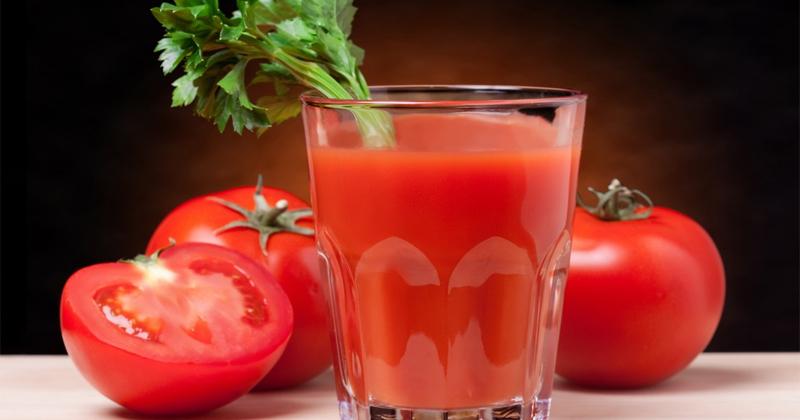 Бонус Сравнительно недавно, ученые General Chemical State Laboratory, Греция, выяснили, что томатный сок является чуть ли не лучшим восстановителем мышц после тренировки любой сложности. Он обеспечивает организм важными питательными веществами. К тому же, в томатах содержится большое количество антиоксидантов, сокращающих окислительное повреждение клеток, что наблюдается у спортсмена после тренировки.