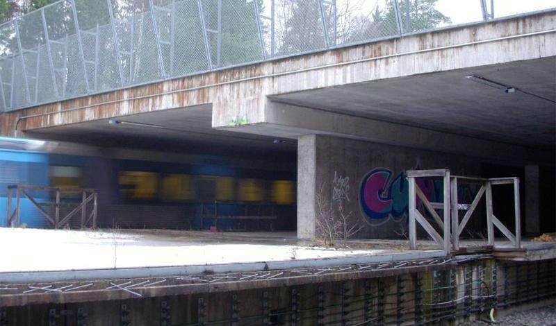 Камлинге Стокгольм, Швеция В 1970-х годах Стокгольм начал экспансию на окружающие пригороды. Местность Kymlinge было решено присоединить к мегаполису, архитекторы уже распланировали новую ветку метро и даже начали постройку первой станции. Но планы так и остались планами: сейчас недостроенная станция находится посреди неразвитого района, где большая часть территории вообще относится к государственному заповеднику.