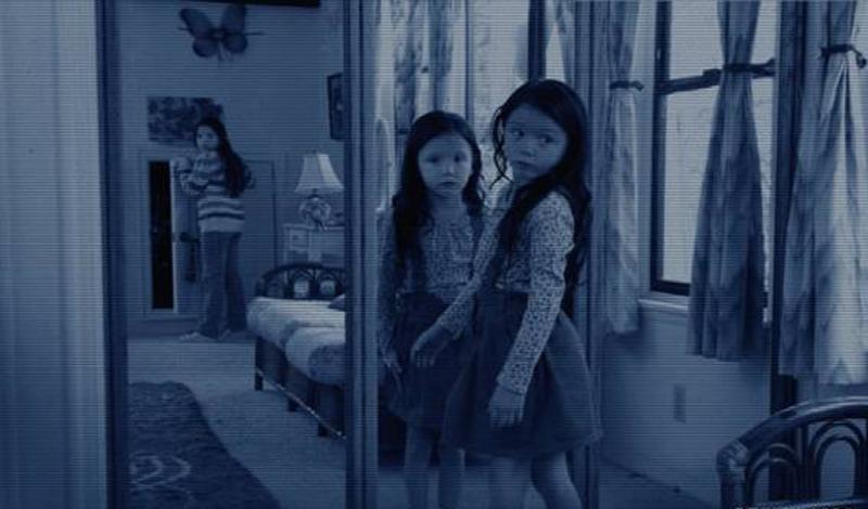 Кровавая Мэри Кровавая Мэри — не только прекрасное антипохмельное средство, но и довольно страшная паранормальная игра. Набор для действия прост: свеча да зеркало, небольшая нетрезвость приветствуется. Встаньте перед зеркалом и три раза произнесите имя этого духа мщения — либо разочаруетесь в магии, либо познакомитесь с призраком.
