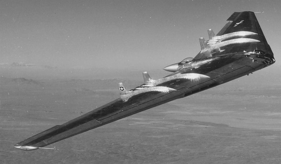 Технические характеристики YB-49 Экипаж: 6 человекДвигатели: 8 x Allison J35-A-15, 1800 кгРазмах крыла: 52,4 мДлина: 16,2 мПлощадь крыла: 372 м²Взлетный вес: 96800 кгМаксимальная скорость: 930 км/чДальность: 8700 км