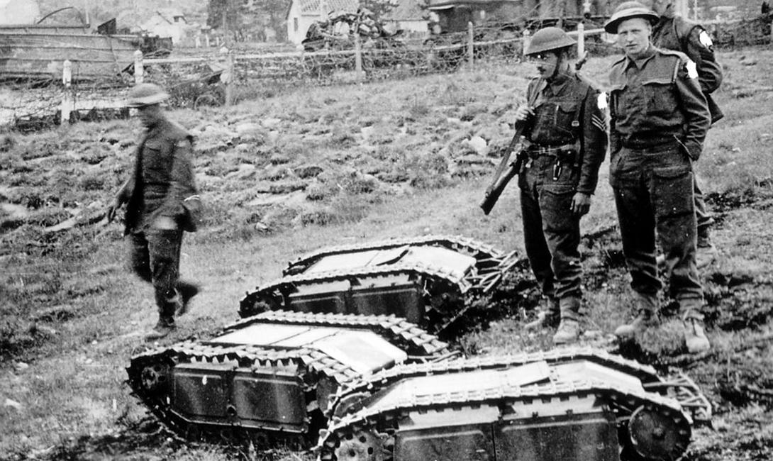 Goliath Голиаф предназначался для подрыва бронетехники противника. К тому же, эта дистанционно управляемая машинка умела разминировать большие территории. В немецких войсках было до 7000 голиафов к концу войны — можно сказать, что это первые в мире боевые роботы.