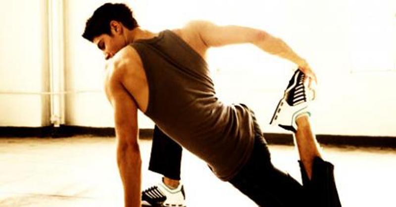 Заминка Одним из главных условий быстрого восстановления является заминка. К сожалению, многие пренебрегают ей — как и разминкой. Отсюда эффект накапливаемой усталости и плохой отклик мышц на упражнения. Итак, в конце тренировки озаботьтесь тем, чтобы привести свой пульс в норму. Лучше всего подойдут низкоинтенсивные упражнения: бег трусцой, или медленная езда на велотренажере.