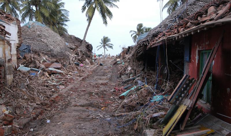 Циклон Бхола 1970 год Этот тропический циклон признан одним из самых губительных стихийных бедствий современного мира. Штормовой прилив, обрушившийся на острова дельты Ганга, унес жизни полумиллиона человек. Еще раз, вдумайтесь в это число: 500 000 человек погибли всего за одни сутки.