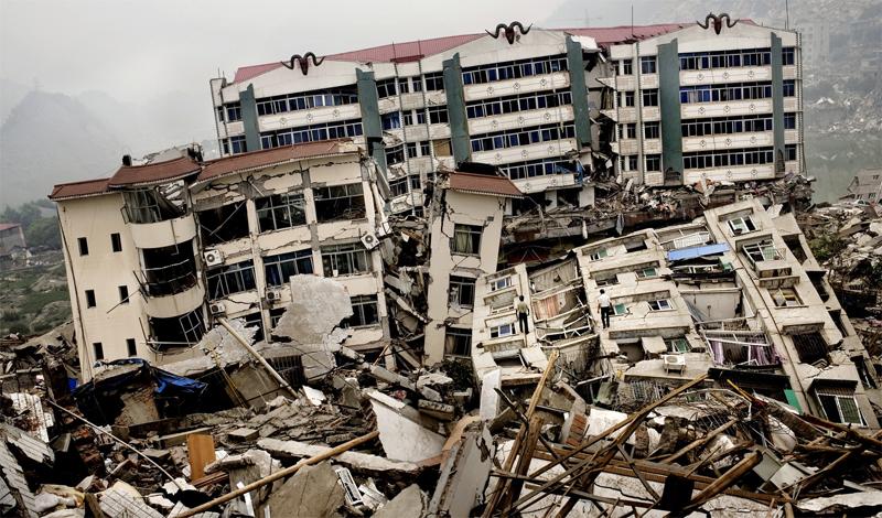 Таньшаньское землятресение 1976 год Эта природная катастрофа произошла в китайском городе Таншане. Около четырех часов ночи, на глубине 22 километров случилось сильнейшее землетрясение. Город был разрушен до основания, никто из 655 000 человек населения не выжил.