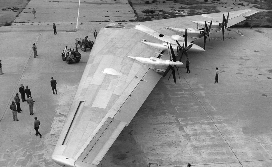 YB-49 Их заменили более продвинутым бомбардировщиком YB-49. Он летал на реактивной тяге и мог преодолеть высотный рубеж в целых 12 километров.