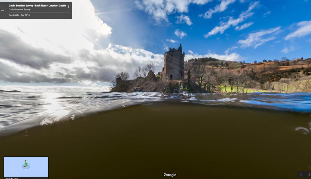 Камера Google захватила замок Urquhart, расположенный на берегу озера Лох-Несс в Шотландии.