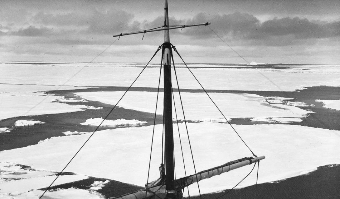 Корабль медленно дрейфовал, повинуясь движению льда. 27 октября 1915, Шеклтон решил, что обшивка больше не выдержит и дал приказ покинуть «Эндьюранс» — в этот раз, навсегда.