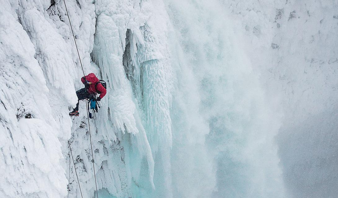 Британская Колумбия Год подготовки потребовался испанскому байдарочнику Аниолу Серрасолсесу, чтобы отправиться на огромный водопад Кейхол, который находится на реке Лиллуэт.