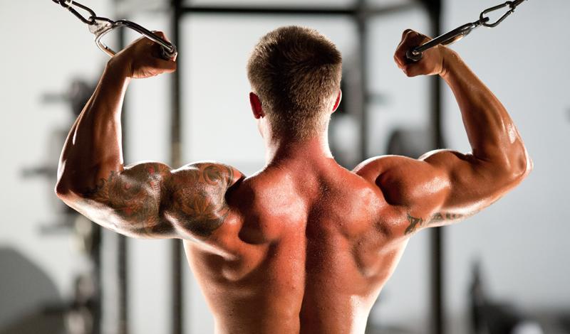 Ломаем привычки Многие из нас повторяют одни и те же упражнения изо дня в день, неделя за неделей. С таким подходом, прогресс неуклонно снижается — тело привыкает к нагрузкам. Чтобы избежать этой проблемы, меняйте рутину каждую неделю. Это может быть небольшой аспект: в первую неделю сосредотачивайтесь на повышении общей выносливости, выполняя большее количество повторов меньшим весом и добавив аэробные тренировки. В следующую — работайте на силу.