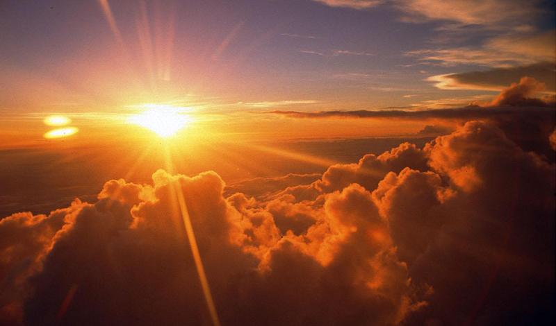 Солнечный свет Недавнее исследование, проведенное учеными Гарвардской школы общественного здоровья, открыло, что мужчины, которые имели низкие уровни витамина D, имеют в два раза больший шанс получить сердечный приступ. Постарайтесь бывать на солнце почаще, а зимой введите в рацион витамин D.