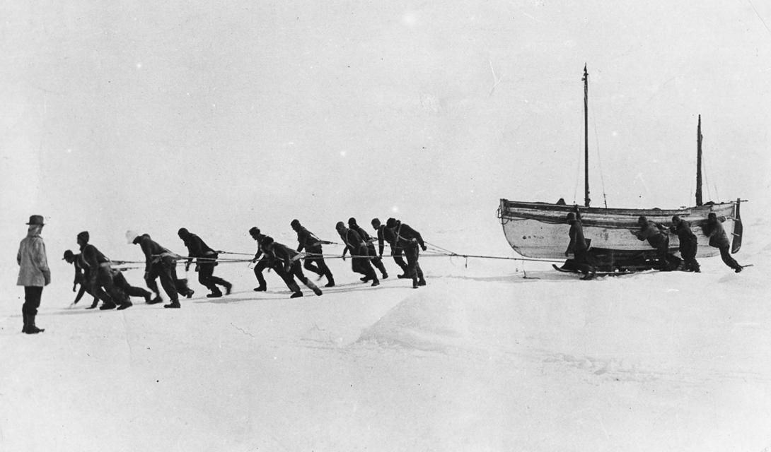 Продукты питания подошли к концу очень быстро. 8 апреля 1916 года, 28 мужчин погрузились на спасательные шлюпки и отправились искать выход из предательски изменчивого лабиринта паковых льдов. Им потребовалась неделя, чтобы выбраться к острову Элефант — скалистому утесу, населенному только пингвинами и тюленями.