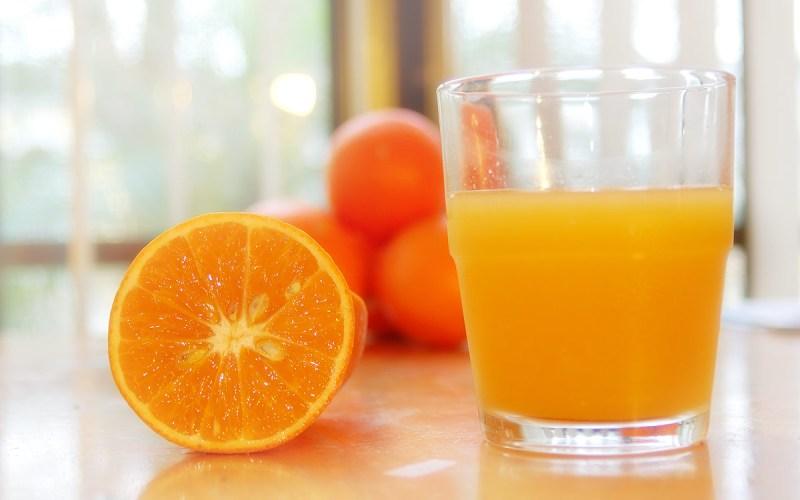 Добавь сок 30 мл натурального апельсинового сока или свежевыжатого лимонного сока, добавленного в спортивный напиток, восполнят уровень калия – еще одного электролита, необходимого организму для борьбы с обезвоживанием.