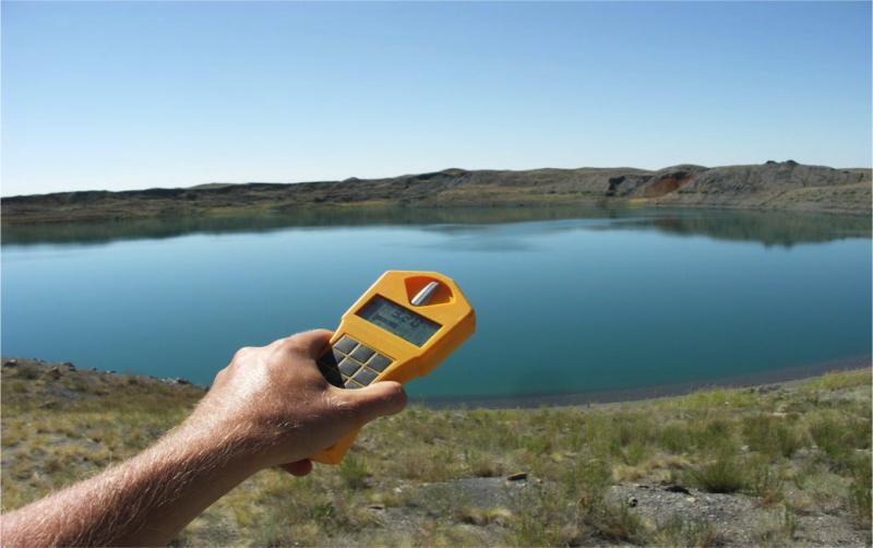 Озеро смерти Вода в Чаганском озере очень загрязнена – уровень загрязнения воды по суммарной радиоактивности почти в сто раз выше допустимого значения. Здесь нет рыбы, дикие звери и птицы не приходят сюда на водопой. Плавание запрещено по понятным причинам. Есть свидетельства, что воду из озера теперь сливают в реку Иртыш.