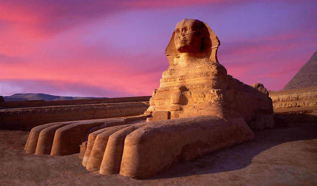 Сфинкс Тело льва, голова человека и безмерная мудрость — вот, как описывают сфинкса древние. Несколько тысяч лет назад, это существо появилось в египетском пантеоне. Старейший и самый известный сфинкс — Великий Сфинкс, чью статую до сих пор можно видеть в Гизе. Он стоит тут в качестве хранителя древних гробниц. Сфинкс — одно из самых интеллектуальных из всех мифических существ, известный любовью к загадкам. Согласно легенде, каждого путника, который не смог решить загадку, сфинкс немедленно пожирает.