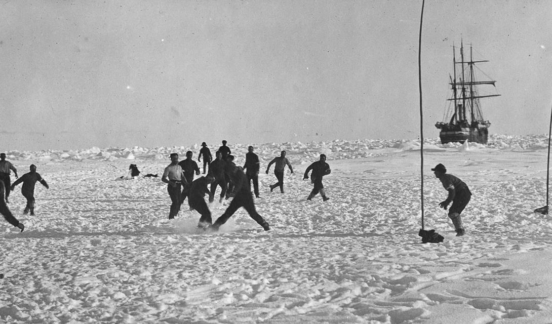 Команда «Эндьюранс» организовали даже целый футбольный турнир.