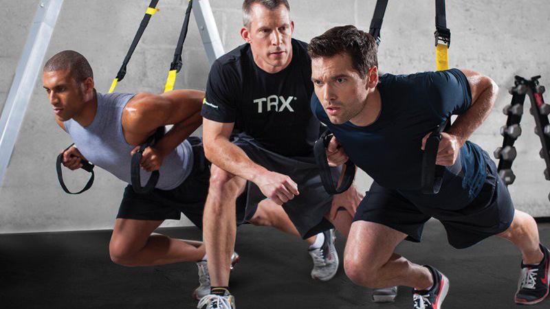 Тренируйте ловкость и гибкость Кто автор: Майкл Пирси Чем знаменит: владелец The Lab Performance & Sports Science, обладатель премии TRX-тренер года. Майкл Пирси рекомендует тренирующимся обращать повышенное внимание на развитие ловкости и гибкости. Большие веса означают повышение травмоопасности спорта — прежде всего, пострадают суставы. Тратьте хотя бы 10-15 минут на разминку и растяжку перед каждой тренировкой.
